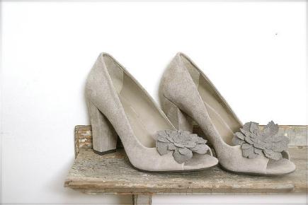 suede peony shoe clips